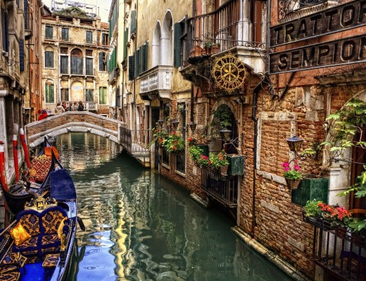 wallpaper-of-water-street-in-venice-italy
